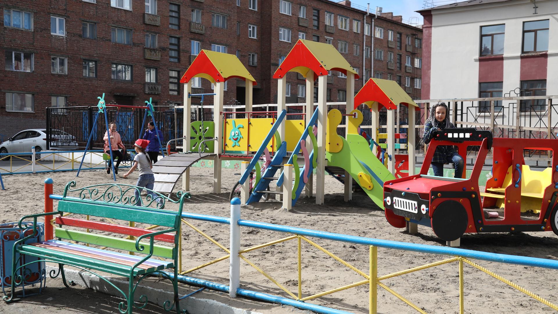 Безопасность игровых площадок Норильска под контролем подрядчиков