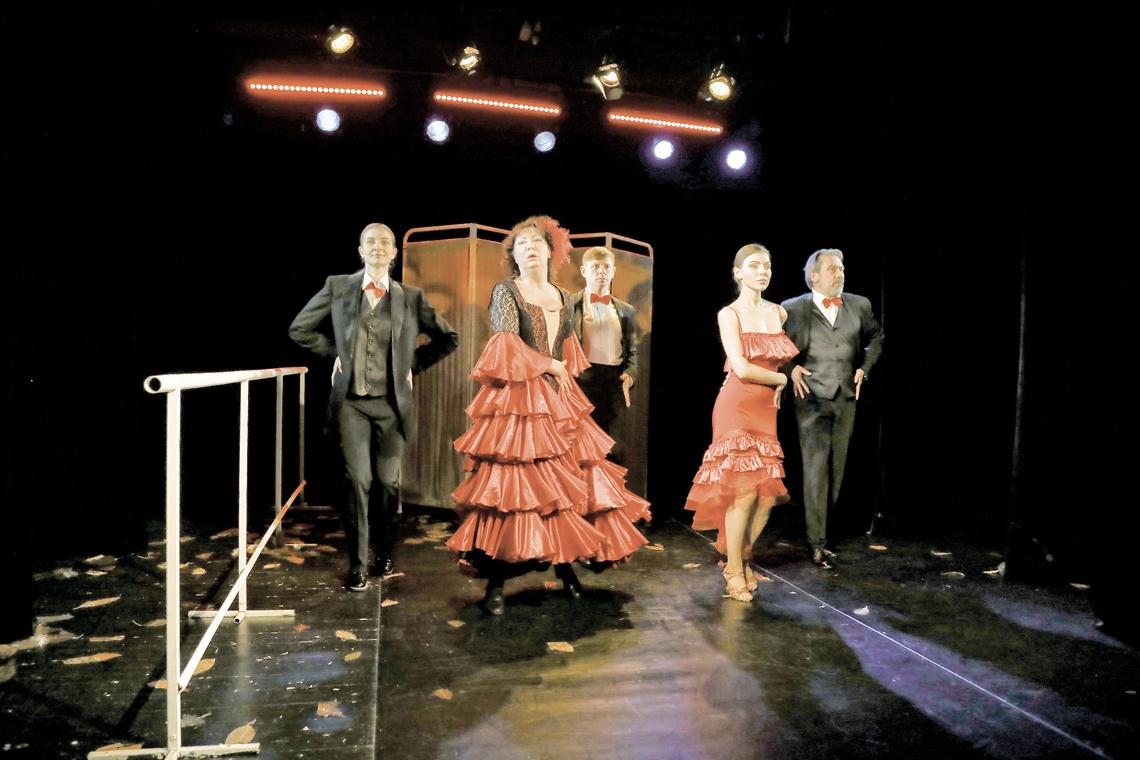 В Заполярном театре драмы поставили «Дамское танго»