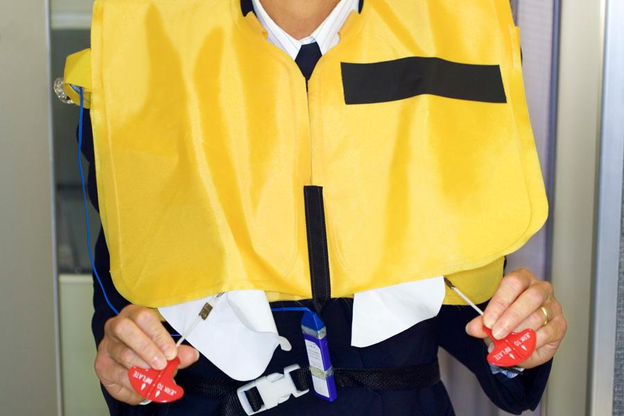 Норильчанка в качестве «трофея» забрала из самолёта спасательный жилет