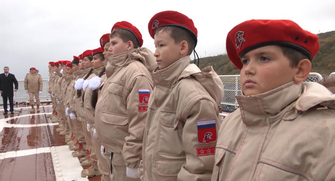 В столице Таймыра прошла торжественная церемония принятия школьников в ряды Юнармии