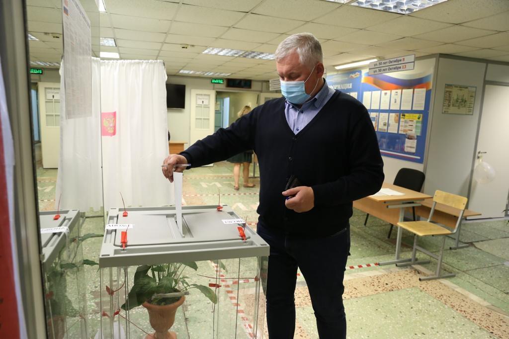 Николай Жигулин принял участие в голосовании по поправкам в Конституцию России