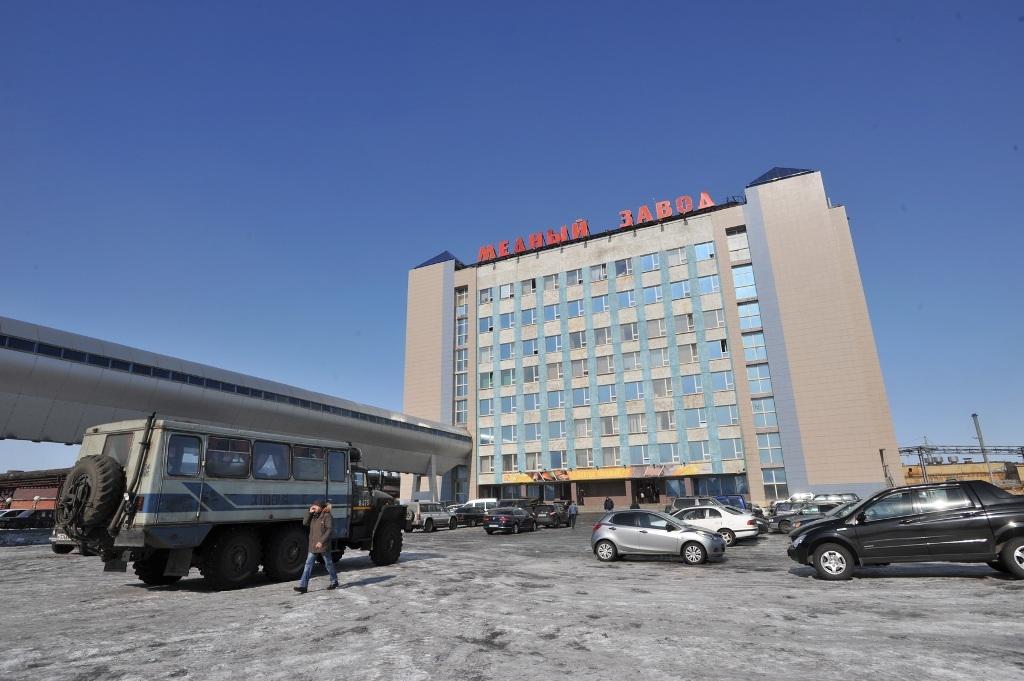 К Новому году обновится часть фасадов Надеждинского металлургического завода