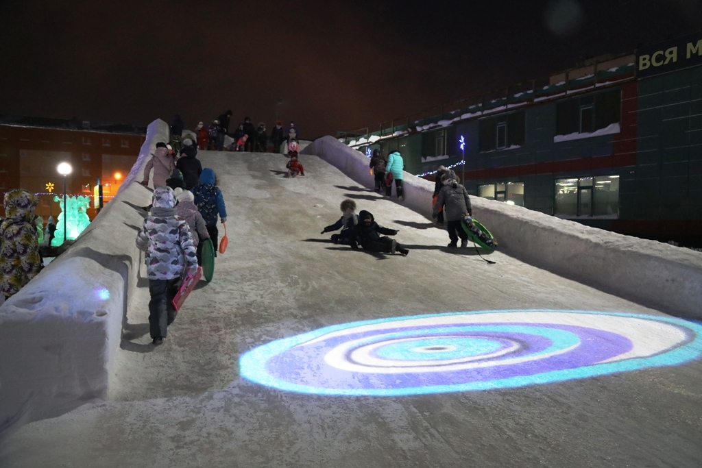 С ноября 2020 года полицейские борются за безопасность детей на снежных горках Большого Норильска