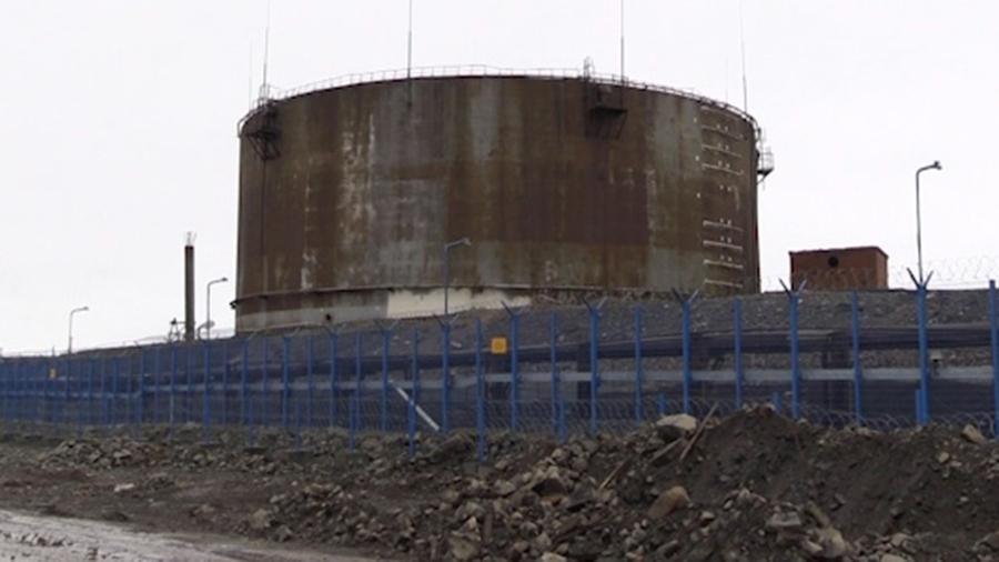 Двух фигурантов дела о разливе топлива выпустили из-под стражи