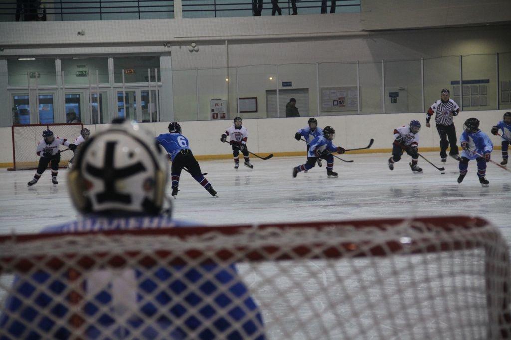 В Кайеркане прошли ледовые сражения в ходе традиционного блиц-турнира по хоккею памяти Юрия Русанова