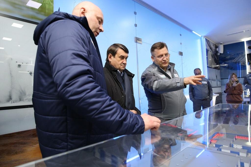 Помощник президента РФ Игорь Левитин посетил Надеждинский металлургический завод