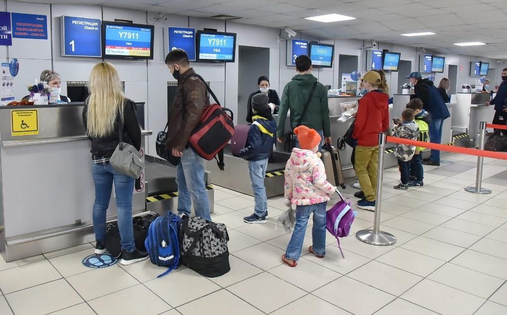 Российские авиакомпании введут льготные тарифы на поездки семей с детьми