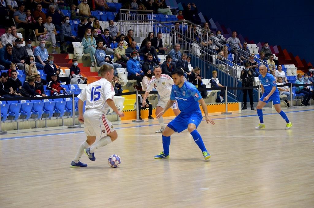 В спортхолле «Айка» прошёл товарищеский матч по мини-футболу