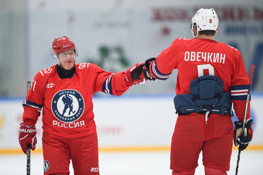 Владимир Потанин во время «Матча легенд» забросил три шайбы в ворота соперника