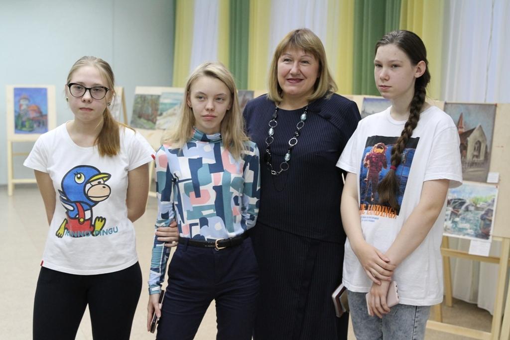 Ученицы художественной школы - победители конкурсов международного архитектурного пленэра