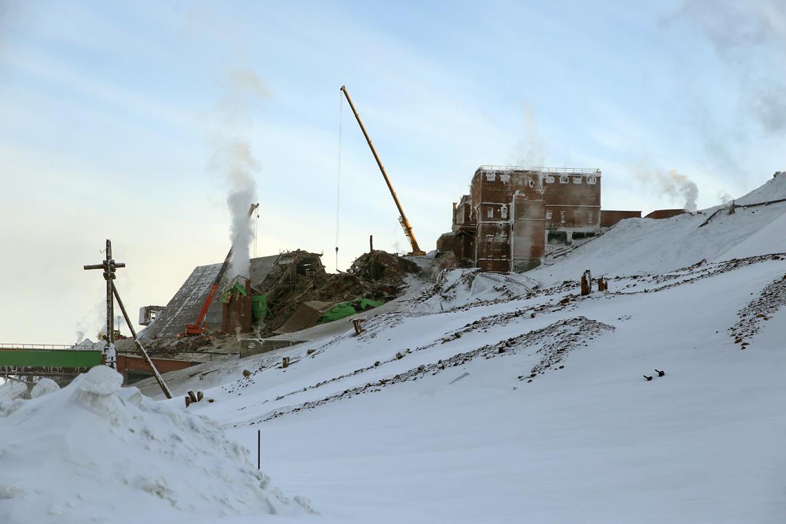 При обрушении пешеходной галереи на Норильской обогатительной фабрике пострадали восемь человек