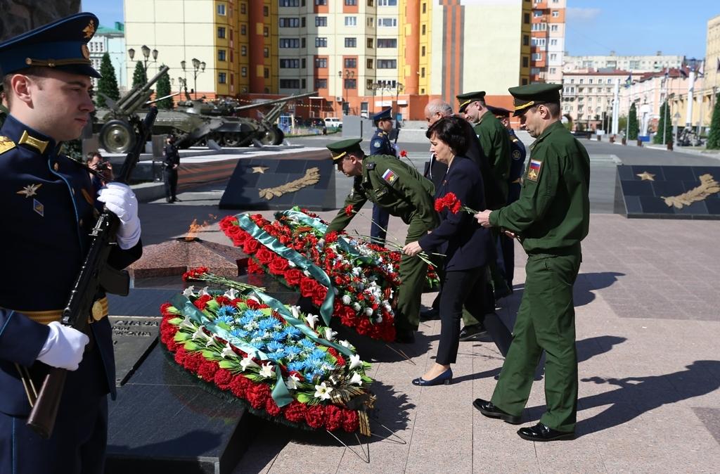 В честь Дня Памяти и Скорби сегодня в Норильске прошло возложение цветов
