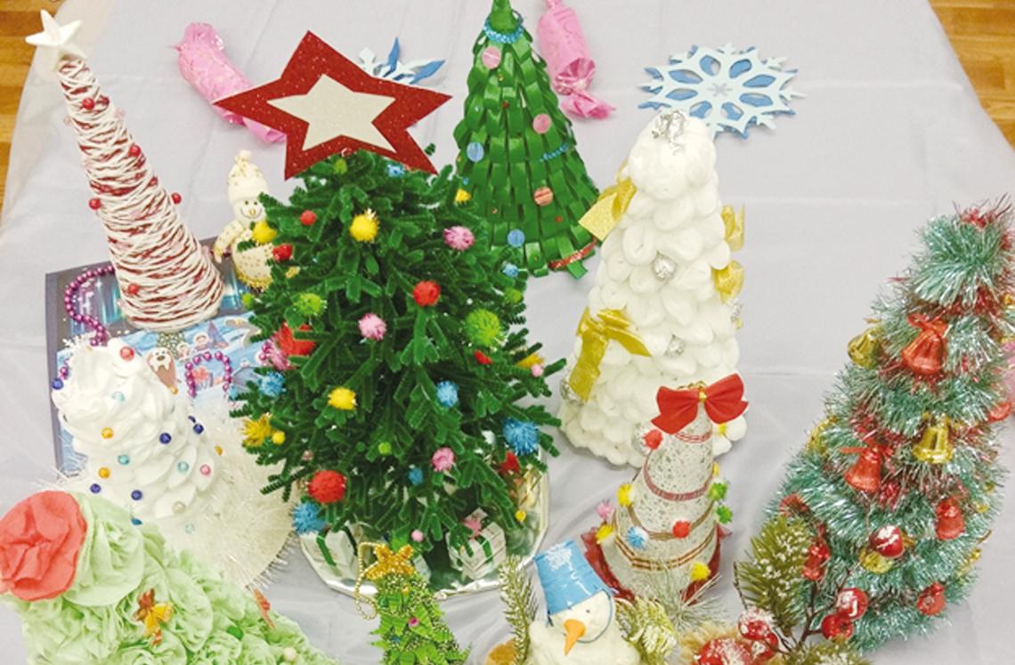 В детском саду «Вишенка» смастерили новогодние чудо–деревца.