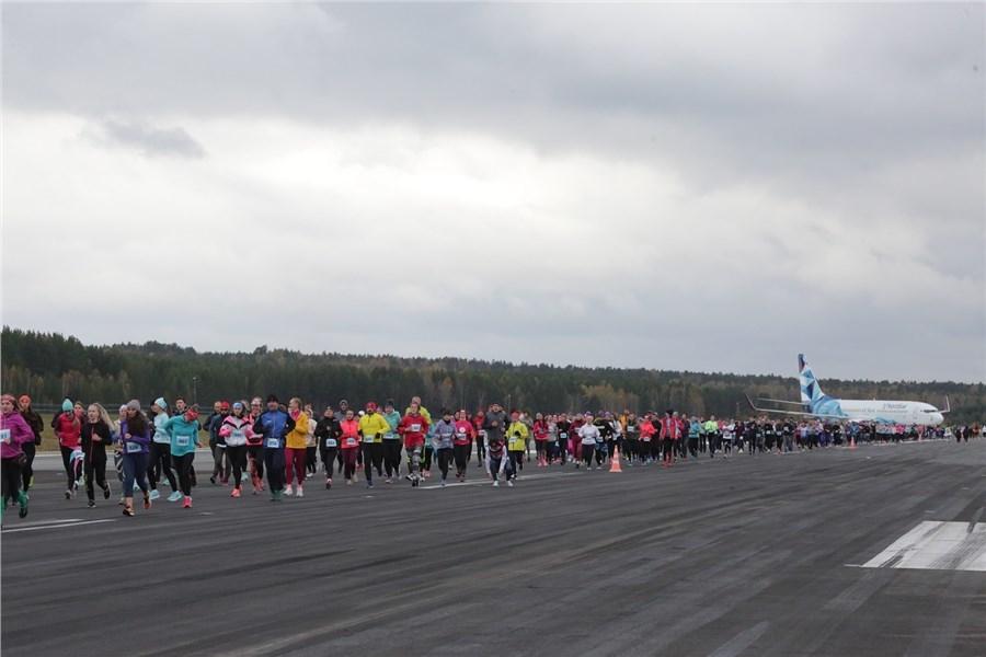 Сертификаты от NordStar для участников забега по взлетной полосе