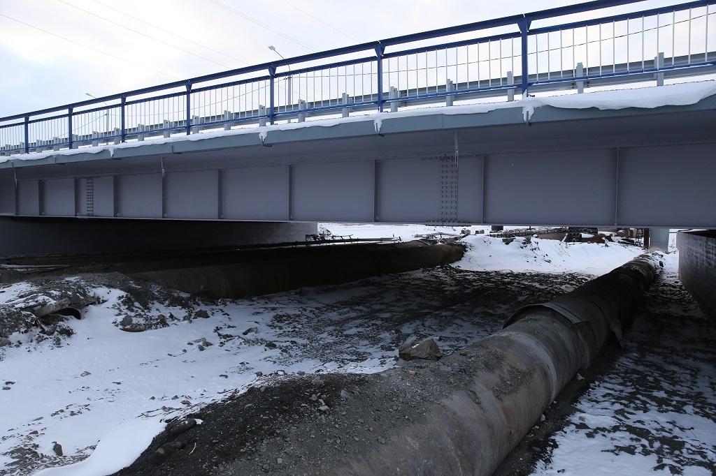 Реконструкция двух мостов на улице Октябрьской подошла к завершающей стадии