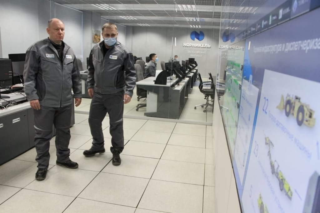 Владимир Потанин провёл оперативное совещание на руднике «Октябрьский»