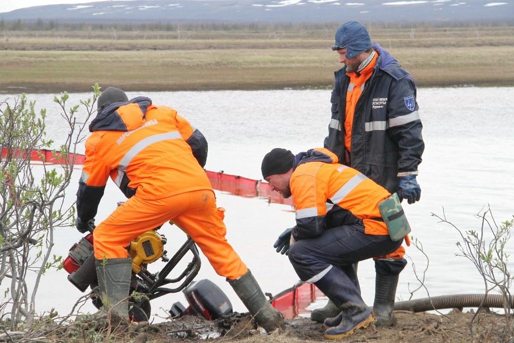 Спасатели «Морспасслужбы» останутся под Норильском до зимы