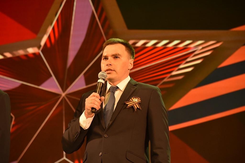 Глава Норильска Дмитрий Карасев поздравил ветеранов Великой Отечественной войны с 9 Мая