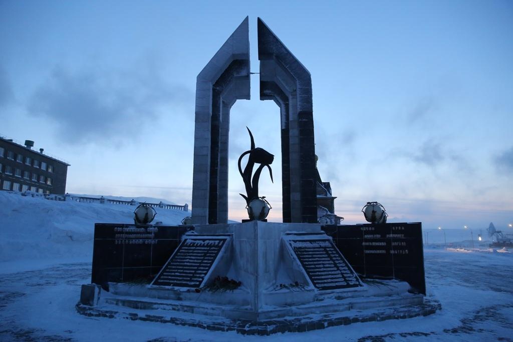 Вчера у памятника-мемориала «Чёрный тюльпан» почтили память погибших на войне в Афганистане