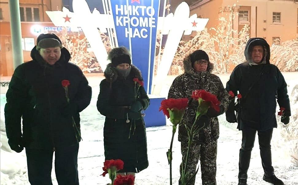 Общественники Норильска почтили память погибших военнослужащих шестой парашютно-десантной роты