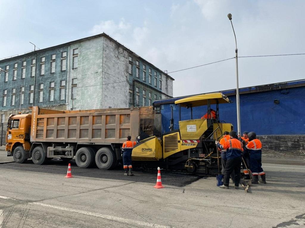 В Норильске продолжается ямочный ремонт дорог