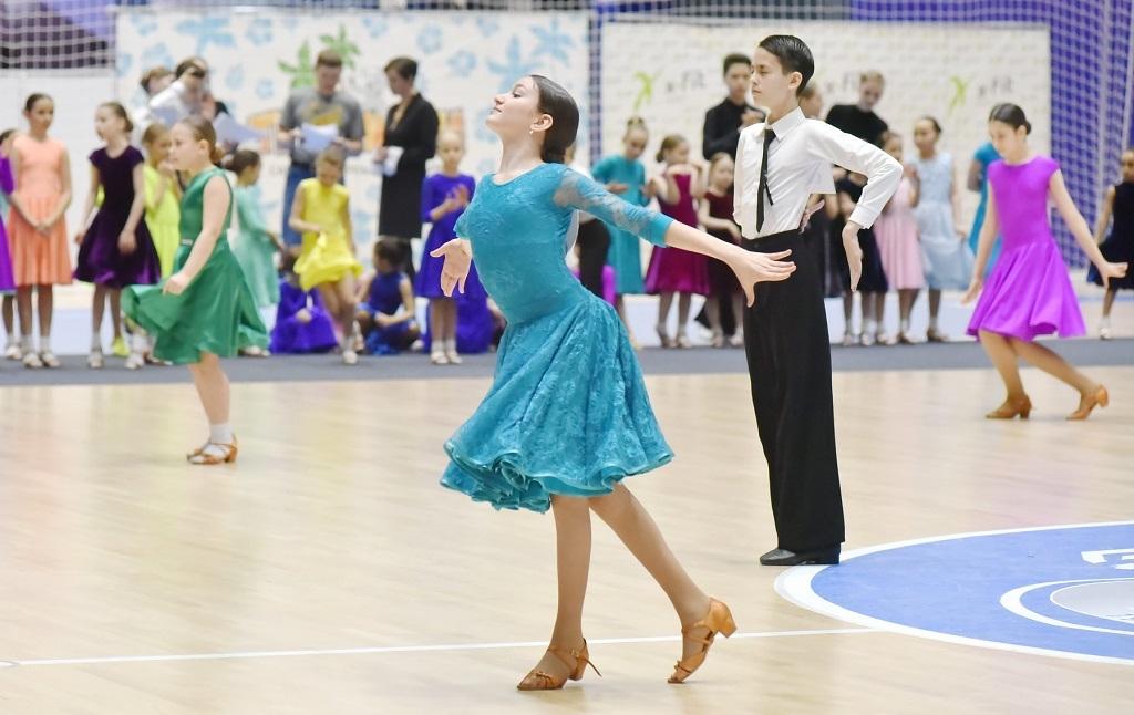 В спортхолле «Айка» состоялся городской фестиваль спортивного бального танца «Снежная роза — 2021»