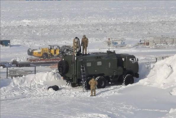 Сотрудники Росгвардии из разных субъектов страны продолжают масштабные учения в Арктике