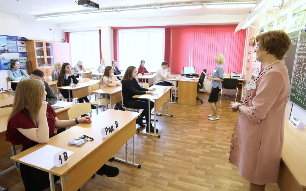 Сегодня выпускники сдают ЕГЭ по иностранному языку и биологии