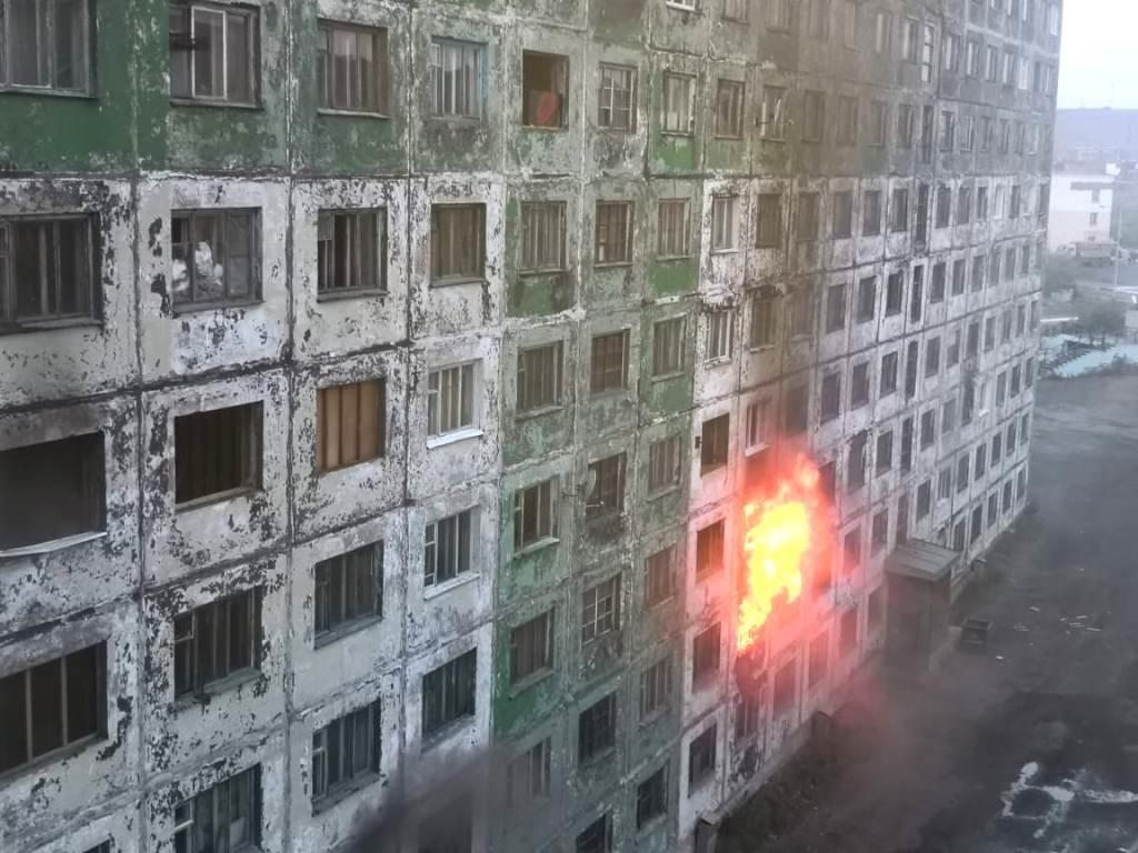 В ночь с воскресенья на понедельник в Кайеркане снова горела гостинка на Шахтёрской, 5
