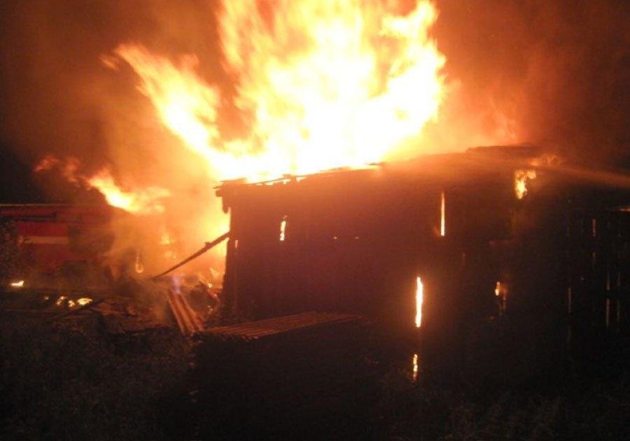 При пожаре в гараже на ул. Хантайской погиб пенсионер