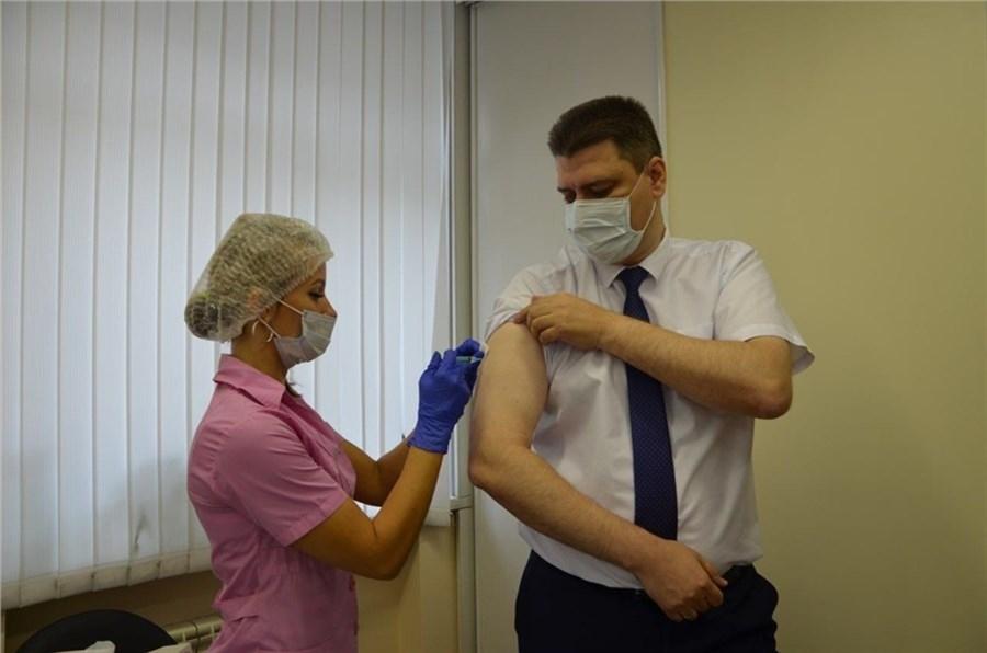 Министр здравоохранения края и руководитель Роспотребнадзора региона вакцинировались от сезонного гриппа