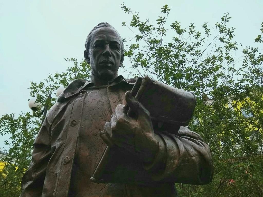 Памятник Николаю Урванцеву вновь остался без пенсне