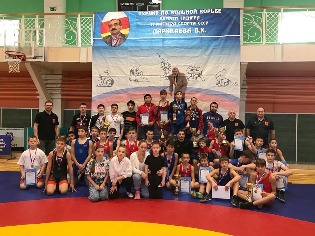 В спортзале «Горняк» прошло открытое первенство Норильска по вольной борьбе памяти мастера спорта СССР Валерия Царикаева