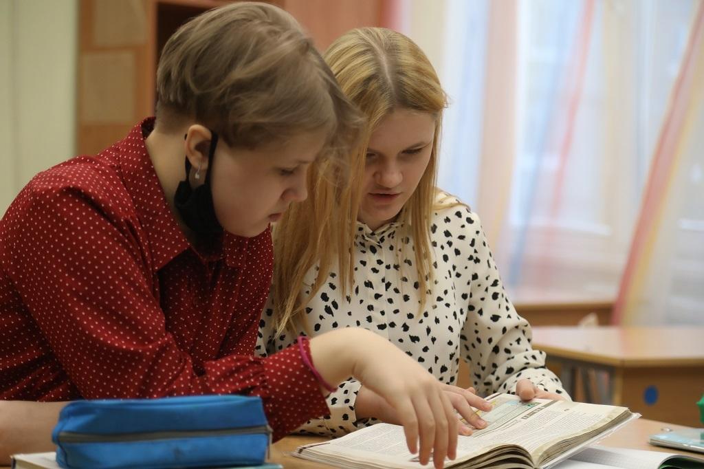 Владимир Путин поручил сократить количество проверочных работ в школах