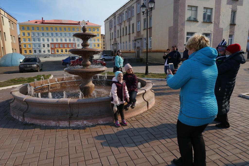 Сегодня после зимней консервации заработал фонтан у загса: в городе стало больше мест для летних фото