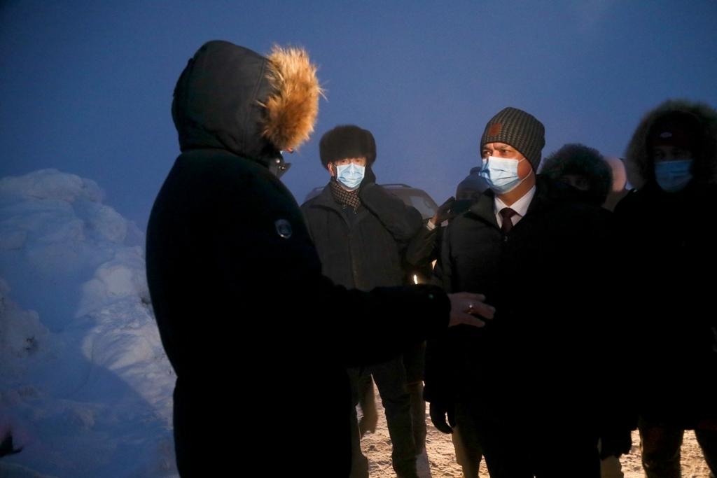 Министр экологии Красноярского края осмотрел тлеющий промотвал в Талнахе
