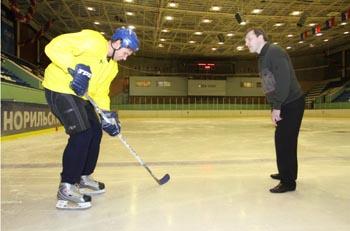 Хоккеист Толстов