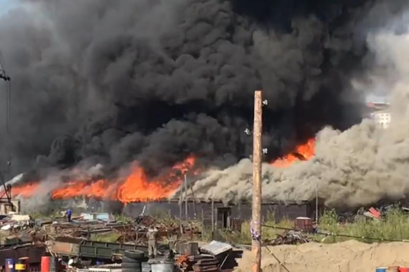 Крупный пожар в Дудинке