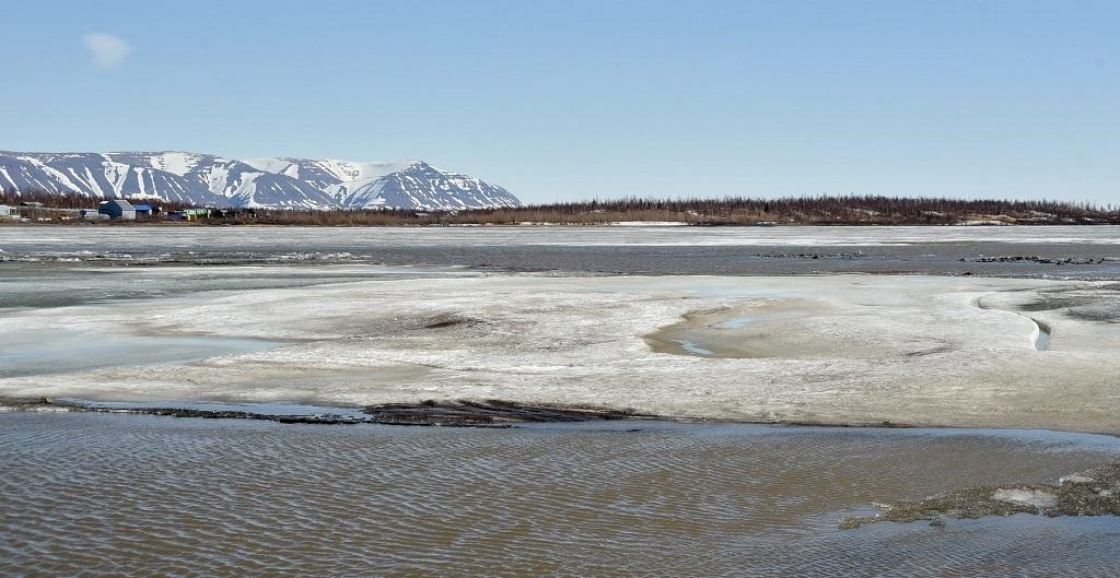 Норильчан предупреждают об опасности выхода на тонкий лёд