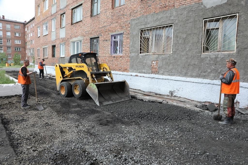 В Норильске завершается асфальтировка дворов и общественных пространств