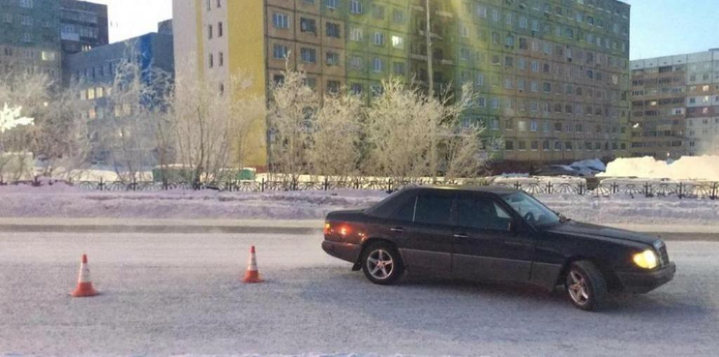 Автомобилист сбил школьника, когда тот переходил дорогу в неположенном месте
