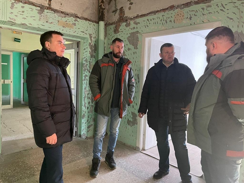 Глава Норильска оценил ход ремонтных работ в Комплексном центре социального обслуживания населения