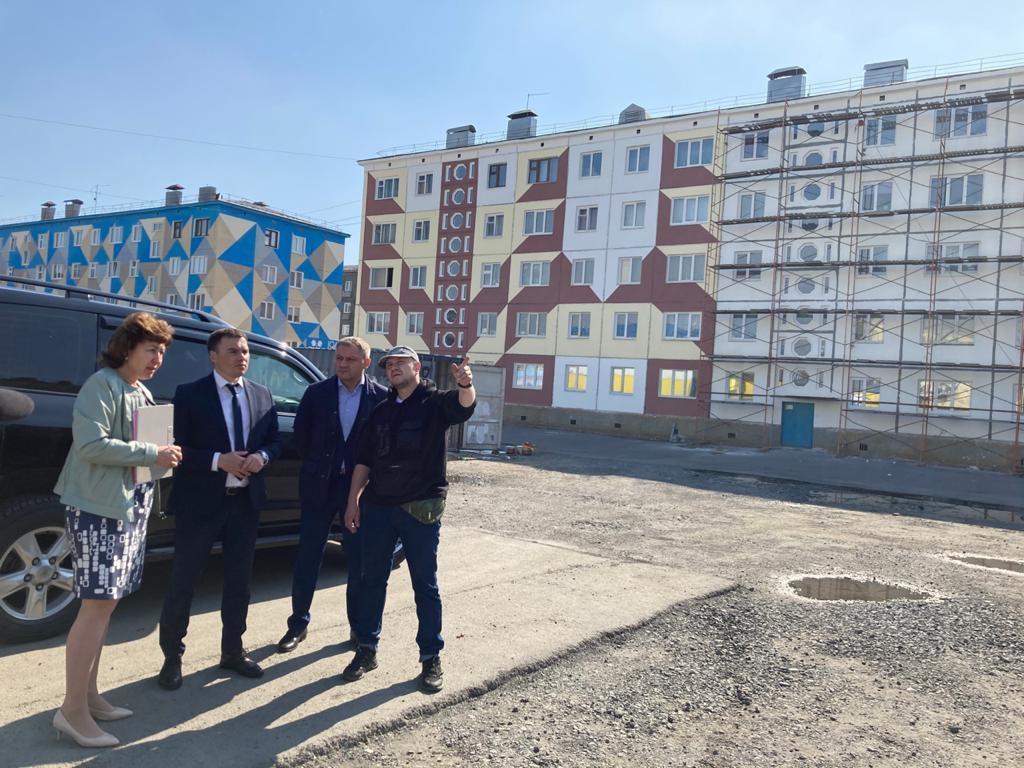 Дмитрий Карасев взял под личный контроль ремонт фасадов в Норильске