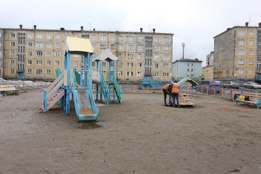 Этим летом отремонтируют 62 из 65 городских детских площадок