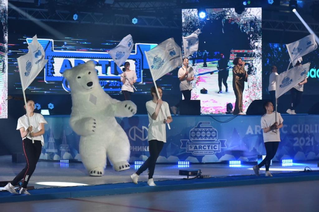 В Дудинке на ледовой арене «Таймыр» состоялось торжественное открытие международного турнира по кёрлингу Arctic Cup 2021