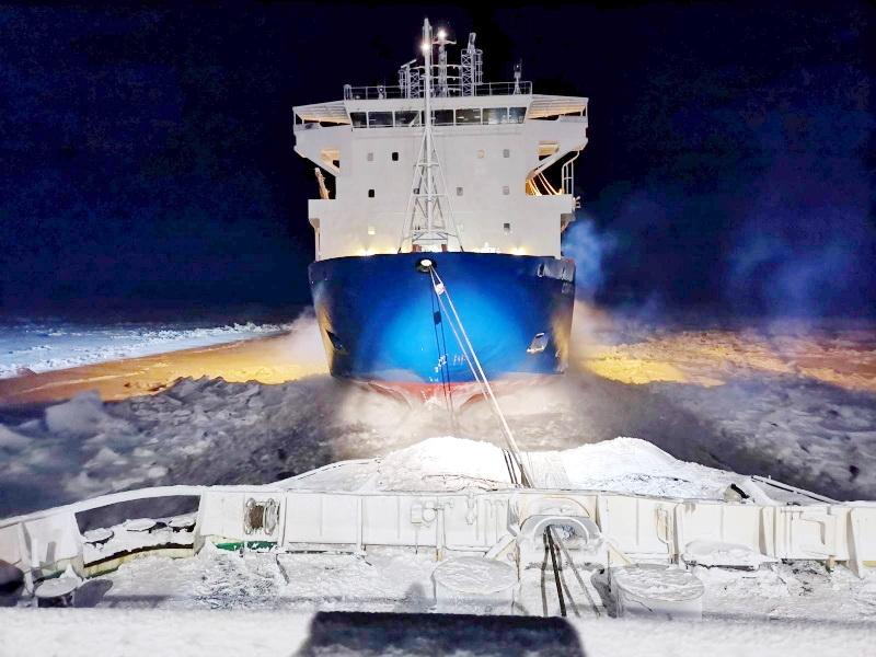 8 января из ледового плена в Енисейском заливе был освобожден контейнеровоз «Спарта-3»