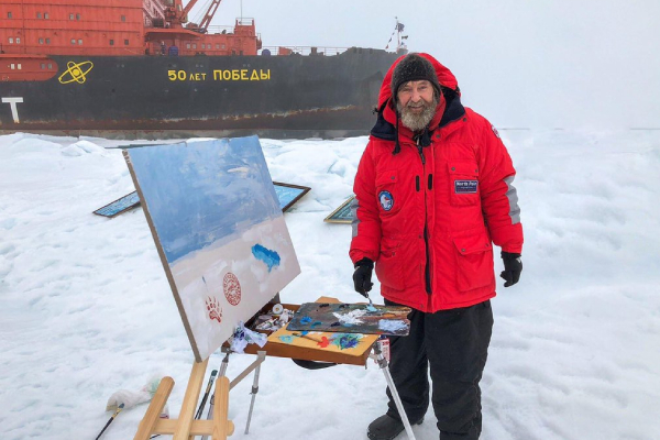 Фёдор Конюхов пишет картины на одиночной дрейфующей полярной станции в Северном Ледовитом океане