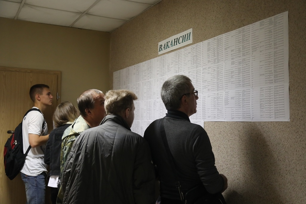 Краевая служба занятости поможет жителям Красноярья устроиться на крупнейшие предприятия