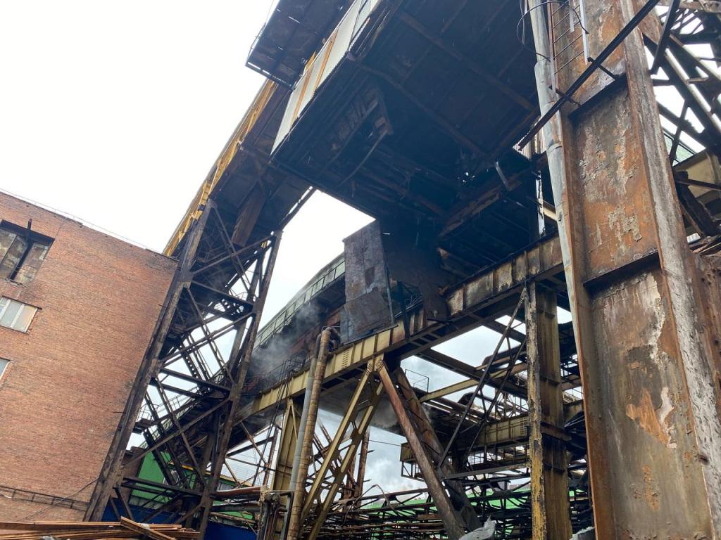 Вчера на Надеждинском металлургическом заводе обрушилась галерея технологического трубопровода