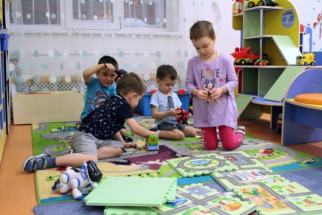Семьям с детьми до восьми лет выплатят по пять тысяч рублей